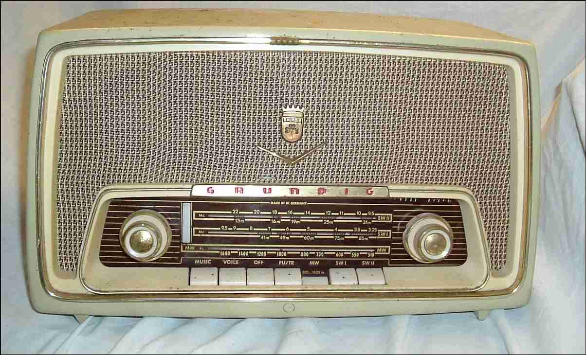 http://www.vintageradio.me.uk/valve/radio_oct04/grundig_97we1.jpg